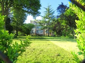 GÎTE-CHÂTEAU de Courtenay-Loiret  (low cost - 8 à 10 pers. maxi.) Courtenay