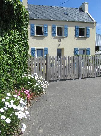 """Maison typiquement léonarde appelée """"la maison du Goëmonier"""" peut accueillir 5 personnes ( 2 grandes chambres)"""