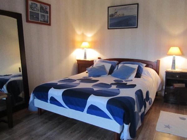 """Dans """"la Maison du Goëmonier"""" , à l'étage 2 chambres spacieuses, literie de qualité.cette chambre lit en 140"""